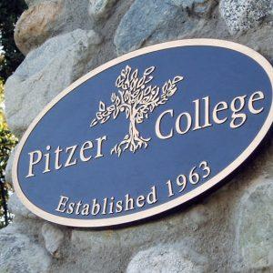 Pitzer college insegna